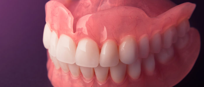 Set of dentures for upper and lower teeth